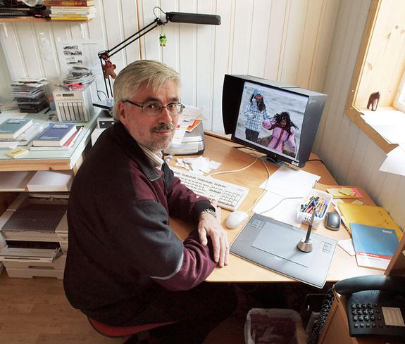 Magnar Fjørtoft - Magnar på sitt lille forlagskontor