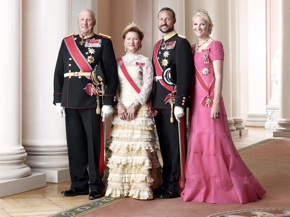 Sølve Sundsbø / Det kongelige hoff -