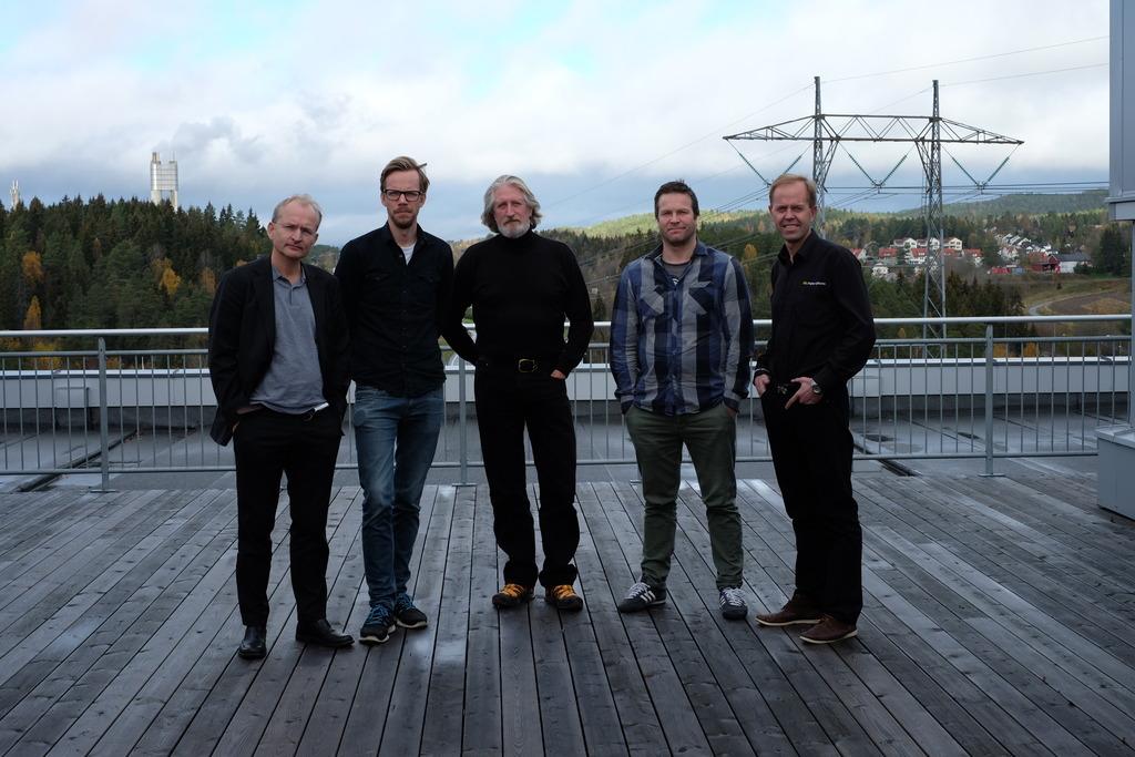 Årets jury. Fra venstre Harald Østgaard Lund (Nasjonalbiblioteket), Andreas Harvik (Preus museum), Bjørn Riise (NSFF), Frank Hesjedal (foto.no) og Jon Arve Moen (Japan Photo).