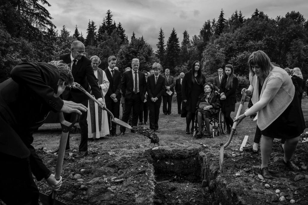 1. pris Dagligliv i Norge. Gravlagt