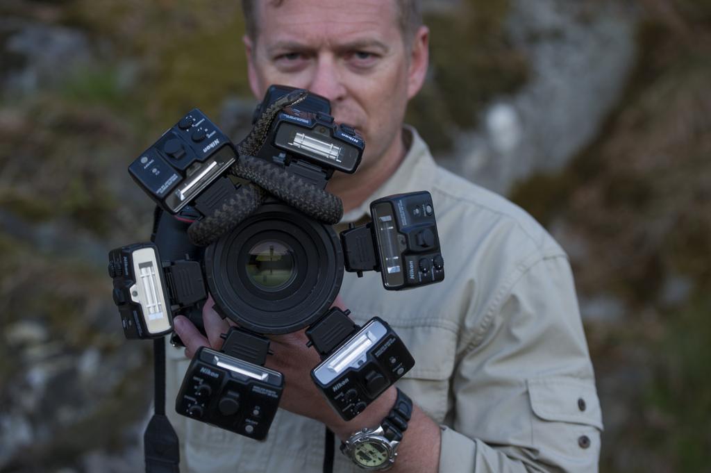 Nikon SB-R1C1 er en ganske avansert men veldig fleksibel blitsløsning for makro. Det finnes gode alternativer som er enklere..
