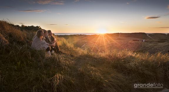 Grandefoto - Pigerne i solnedgang