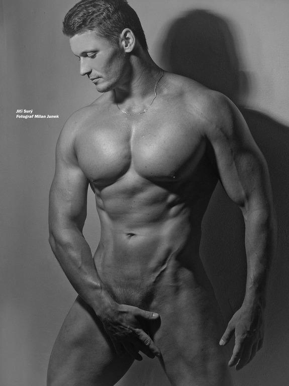 Milan Junek - Definert muskulatur.
