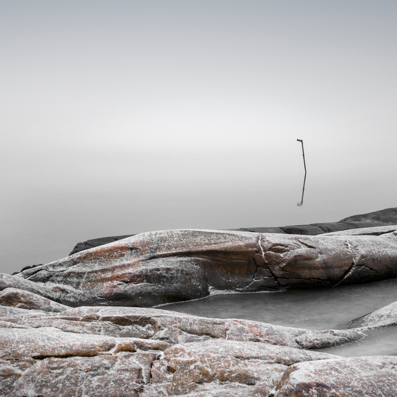 Nina Reistad - Calm sea and frosty rocks - with pole