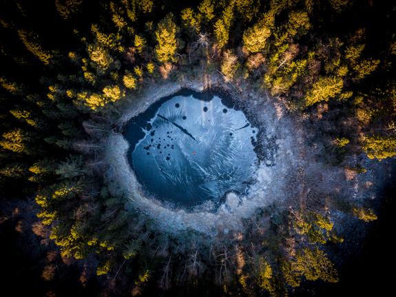 Foto: Svein Nordrum - Islagt Skogtjern