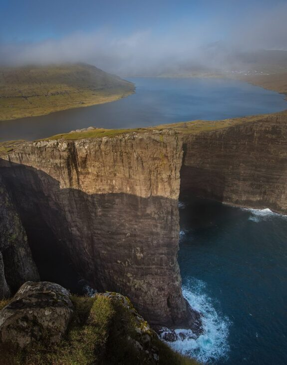 - Klipper og sjø på spektakulære Færøyene