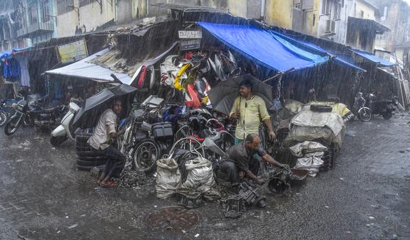 Foto: Tor Olav Olsen - Heavy rain in Choor bazar